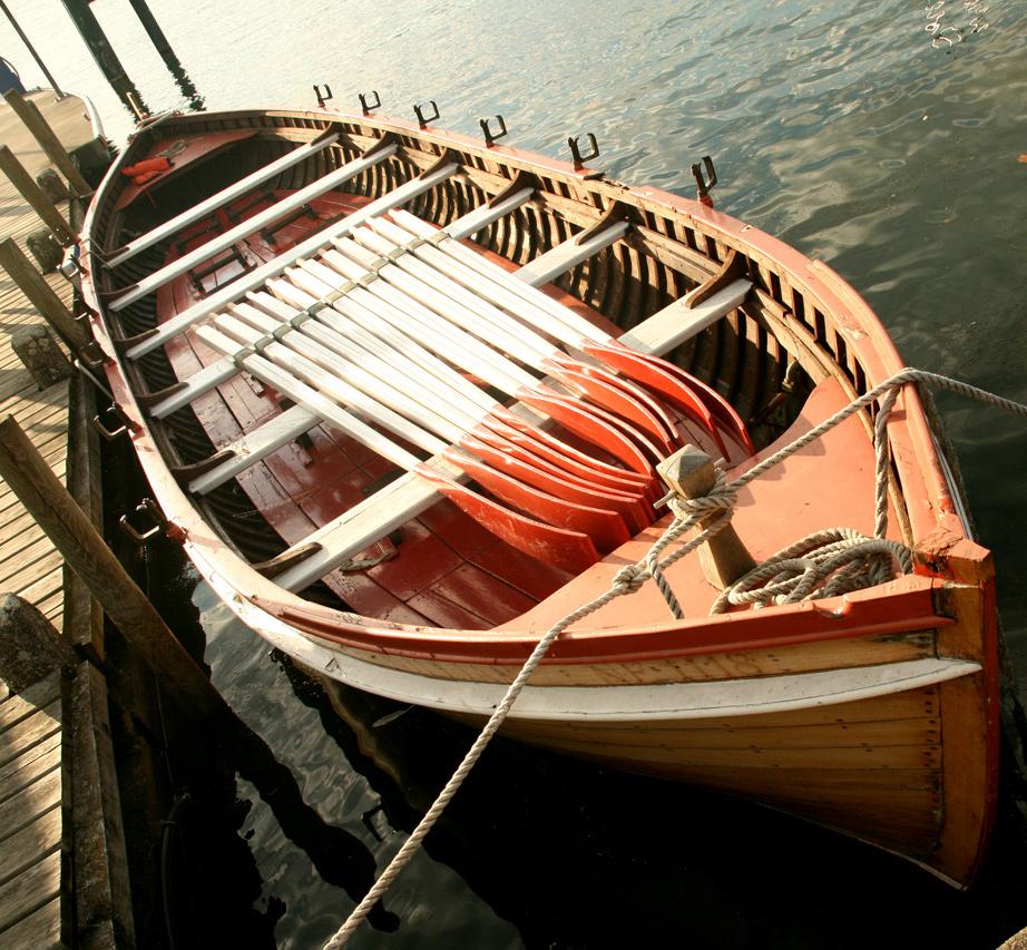 La barque à rame de la section sauvetage du village d'Yvoire.
